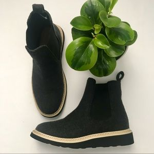 🆕 Universal Thread Boots Size 7.5